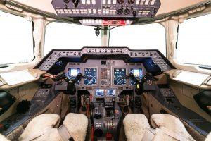 5-800xp_sn-258588-cockpit