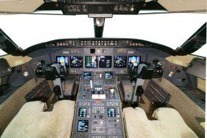 5-challenger-604_sn5465_cockpit
